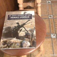 Militaria: EL GRAN MUNDO DE LAS ARMAS LIGERAS, UNA HISTORIA ILUSTRADA, CHRIS MCNAB. Lote 134797670
