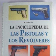 Militaria: ENCICLOPEDIA DE PISTOLAS Y REVOLVERES. A.E HARTINK. 272 PAGINAS. TAPAS DURAS.. Lote 140546606