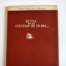Militaria: RUSIA ES CUESTIÓN DE UN DIA AÑO 1954 ESTAPAS DE LA DIVISON AZUL ILUSTRACIONES BLANCO DEL PUEYO. Lote 148814290