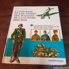 Militaria: L'UNIFORME ET LES ARMES DES SOLDATS DE LA GUERRE 1939 1945 CASTERMAN LIBRO UNIFORMES. Lote 168734026