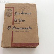 Militaria: LIBRO DE LOS AÑOS 40 LAS ARMAS, EL TIRO, EL ARMAMENTO CON FOTOS DESPLEGABLES.. Lote 171176357
