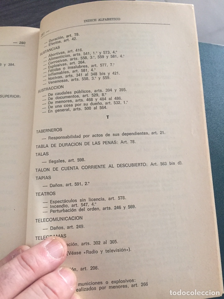 Militaria: Código penal . Biblioteca del Guardia Civil - Foto 7 - 182857371