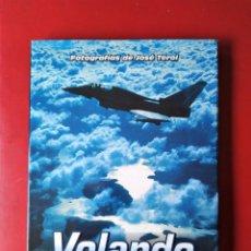 Militaria: LIBRO VOLANDO CON EL EJERCITO DEL AIRE FOTOGRAFIAS DE JOSE TEROL. Lote 189095453