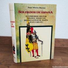 Militaria: SOLDADOS DE ESPAÑA. EL UNIFORME MILITAR ESPAÑOL DESDE LOS REYES CATÓLICOS - JOSE MARIA BUENO. Lote 200388708