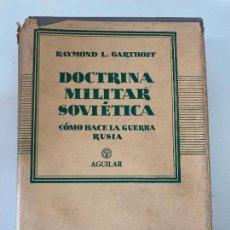 Militaria: DOCTRINA MILITAR SOVIETICA , COMO HACE LA GUERRA RUSIA - R.L. GATHOFFF - AGUILAR 1956. Lote 222311431