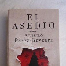 Militaria: EL ASEDIO...DE ARTURO PEREZ REVERTE...GRAN VOLUMEN..GUERRA DE INDEPENDENCIA EN CADIZ.. Lote 224934655