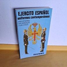 Militaria: JOSE Mª BUENO, LUIS GRÁVALOS Y J. LUIS CALVO - EJERCITO ESPAÑOL, UNIFORMES CONTEMPORÁNEOS 1977. Lote 240758795