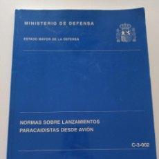 Militaria: MANUAL NORMAS SOBRE LANZAMIENTOS PARACAIDISTAS DESDE AVIÓN ESTADO MAYOR DEL EJÉRCITO. Lote 246717435