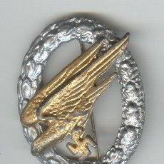 Militaria: TERCER REICH ALEMANIA CONDECORACION AVIACIÓN COPIA A TAMAÑO REAL. Lote 26441968