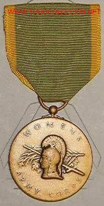 MEDALLA DEL CUERPO FEMENINO DEL EJÉRCITO, 1942-43. (Militar - Medallas Extranjeras Originales)