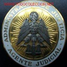 Militaria: PLACA DE AGENTE JUDICIAL. ÉPOCA FRANCO. METAL Y ESMALTES.. Lote 19774915