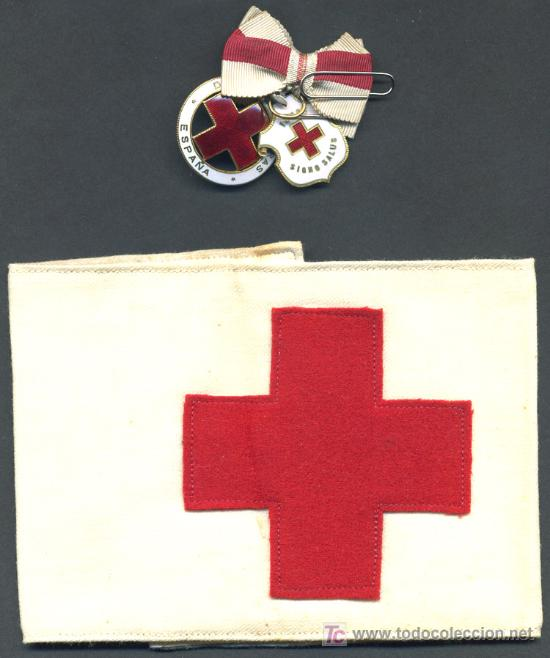 2 MEDALLAS DE LA CRUZ ROJA ESMALTADAS Y BRAZALETE DE DAMA AUXILIAR VOLUNTARIA 1946 , ENFERMERA (Militar - Medallas Españolas Originales )