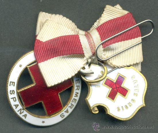 Militaria: 2 MEDALLAS DE LA CRUZ ROJA ESMALTADAS Y BRAZALETE DE DAMA AUXILIAR VOLUNTARIA 1946 , ENFERMERA - Foto 2 - 24074492