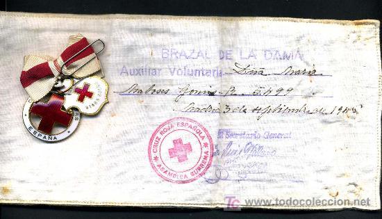 Militaria: 2 MEDALLAS DE LA CRUZ ROJA ESMALTADAS Y BRAZALETE DE DAMA AUXILIAR VOLUNTARIA 1946 , ENFERMERA - Foto 3 - 24074492