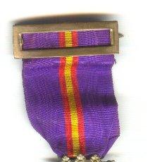 Militaria: CENTENARIO DEL SITIO DE GERONA 1809-1909 CON CORONA ARTICULADA, ANILLA Y CINTA. METAL BLANCO.. Lote 23637903