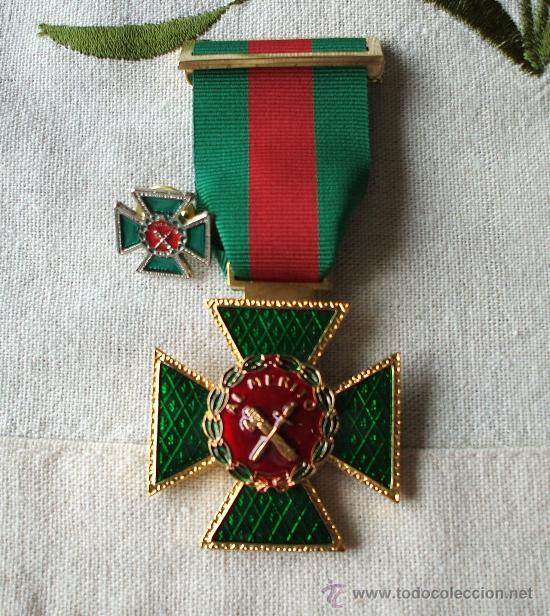 Medalla Cruz Merito Guardia Civil Distintivo Ro Sold Through