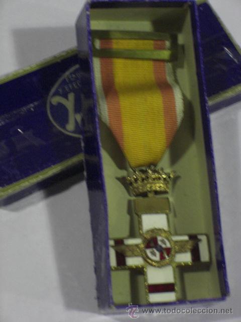 Militaria: Cruz del Mérito Aéreo. Pensionada.1ª Época de Franco. . - Foto 2 - 27460025