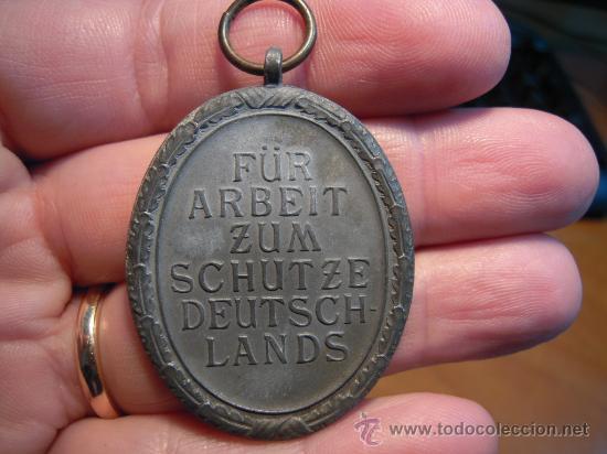 Militaria: Alemania. II Guerra Mundial. Medalla del Muro del Atlántico. Sin cinta. - Foto 3 - 27274091