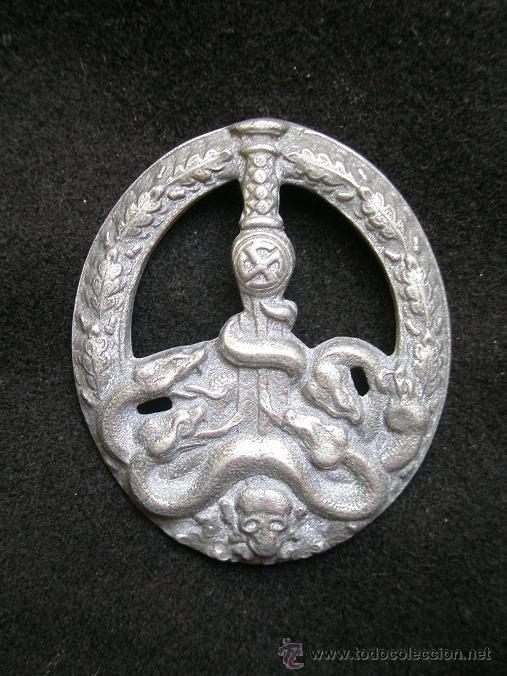 DISTINTIVO ALEMÁN DE LUCHA ANTIPARTISANA, IIGM. COMPLETO PERO CON CORROSIÓN. RARO (Militar - Medallas Extranjeras Originales)