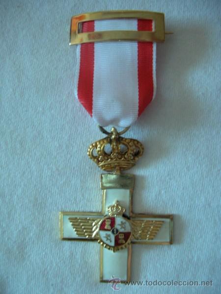 MEDALLA DEL MÉRITO AERONÁUTICO CON DISTINTIVO BLANCO (Militar - Medallas Españolas Originales )