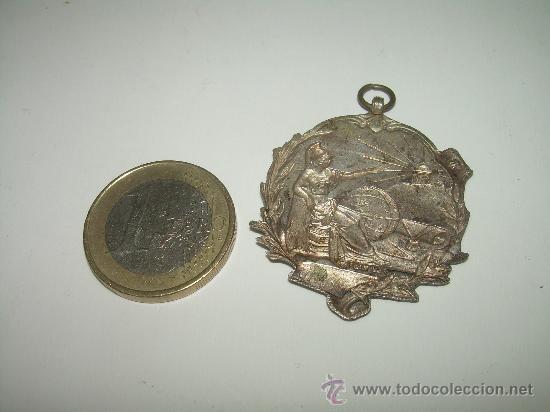 Militaria: ANTIGUA MEDALLA DE PLATA.....MERITO....... FEU . (MADRID) - Foto 2 - 29488973