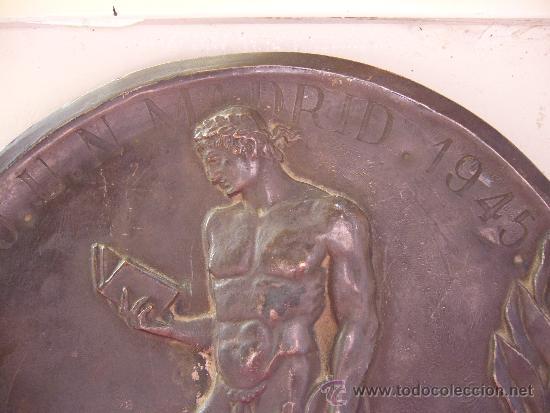 Militaria: Medallon del frente de juventudes Madrid 1945 Diametro 19,5 cm - Foto 4 - 31411567