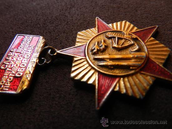 MEDALLA / INSIGNIA DE LA URSS CON EMBLEMA A LA GLORIA DEL EJERCITO RUSO. CON BROCHE (Militar - Medallas Extranjeras Originales)