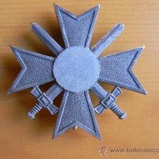 Militaria: ORDEN ALEMANA DE LA II G.M. KVK I CON ESPADAS. Lote 225376360