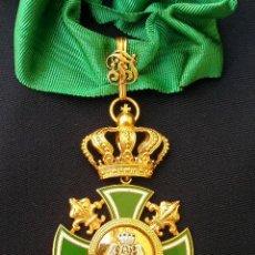 Militaria: ENCOMIENDA DE ORDEN CARLISTA. FINALES SIGLO XIX-PRINCIPIOS SIGLO XX. CON SU CINTA Y ROSETA DE DIAR. Lote 32879973