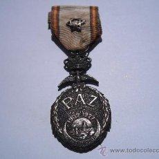 Militaria: MEDALLA DE LA PAZ DE MARRUECOS 1927, ACUÑADA EN PLATA CON SU CINTA Y ESTRELLA ORIGINALES. Lote 33034210