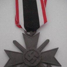 Militaria: CRUZ DEL MÉRITO MILITAR CON ESPADAS 2ª CLASE 1939 (ALEMANIA) TERCER REICH EBC+ CON DOCUMENTO. Lote 33837968