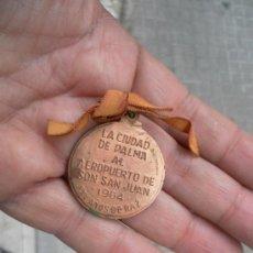 Militaria: LA CIUDAD DE PALMA AL AEROPUERTO DE SON SAN JUAN. 1964. XXV AÑOS PAZ. EXCELENTÍSIMO AYUNTAMIENTO DE . Lote 34861459