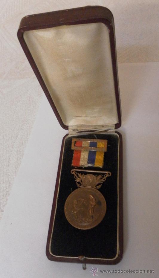 MEDALLA SOCIEDAD ESPAÑOLA DE SALVAMENTOS DE NÁUFRAGOS (Militar - Medallas Españolas Originales )