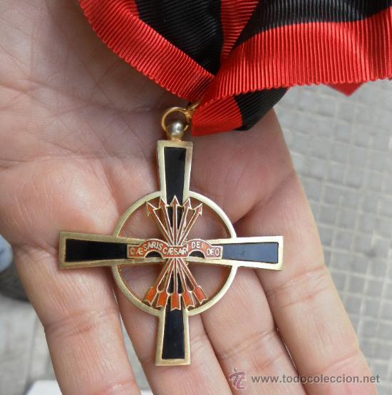 ENCOMIENDA DE LA ORDEN DEL YUGO Y LAS FLECHAS. ÉPOCA DE FRANCO. (Militar - Medallas Españolas Originales )