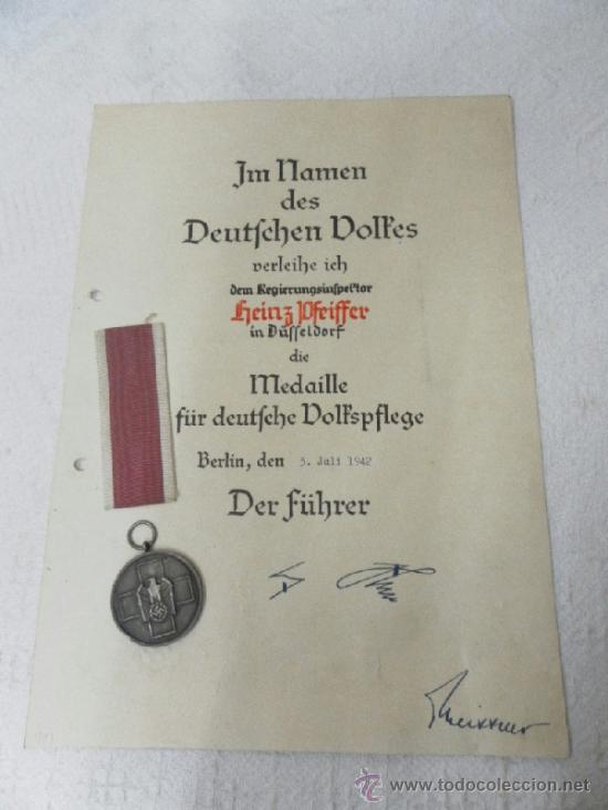 Militaria: Alemania. Medalla del Bienestar Social. Con diploma de concesión. II Guerra Mundial. - Foto 2 - 36480909