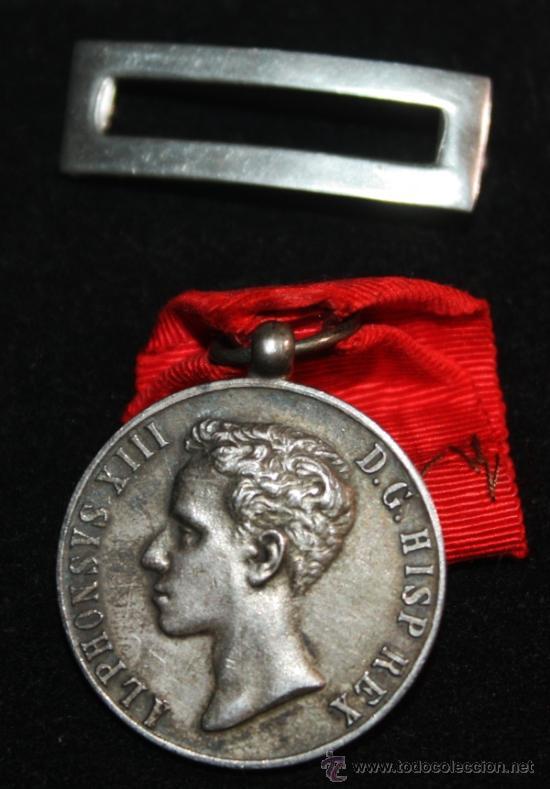 MEDALLA DE LA DISTINCIÓN DE LA MAYORIA DE EDAD 17 MAYO 1902 ALFONSO XIII (Militar - Medallas Españolas Originales )