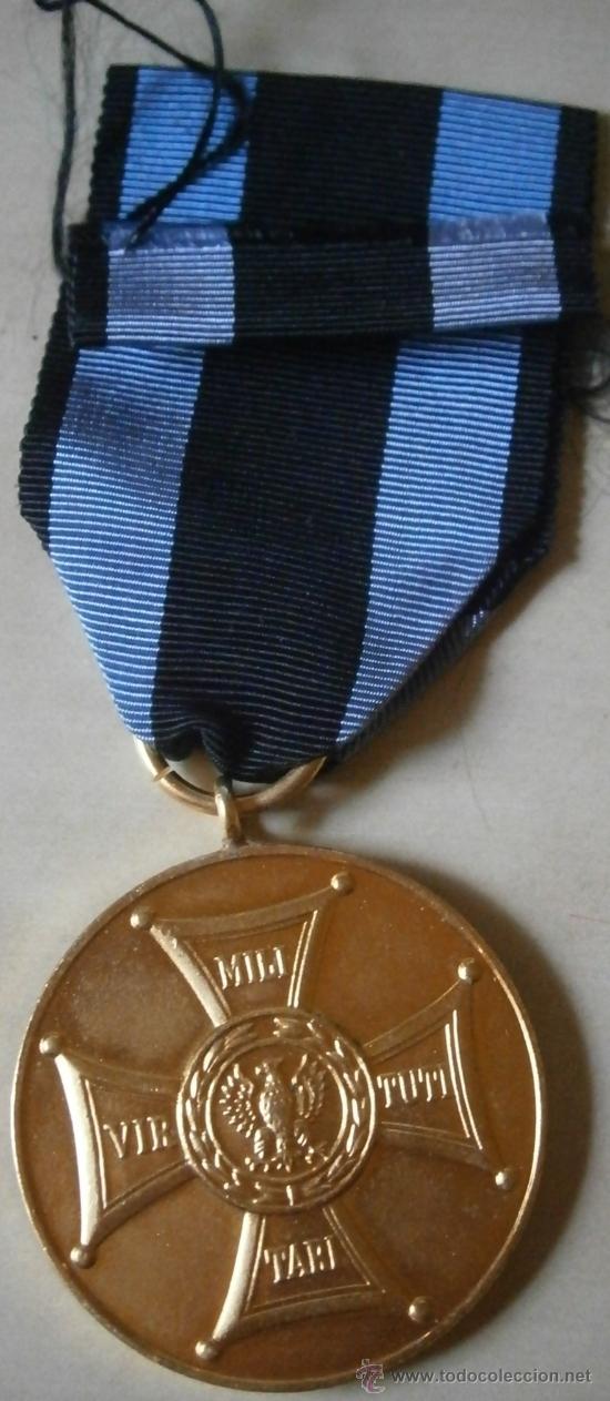 MEDALLA MÉRITO MILITAR, 2ª GUERRA MUNDIAL, CATEGORIA ORO, POLONIA (Militar - Medallas Extranjeras Originales)