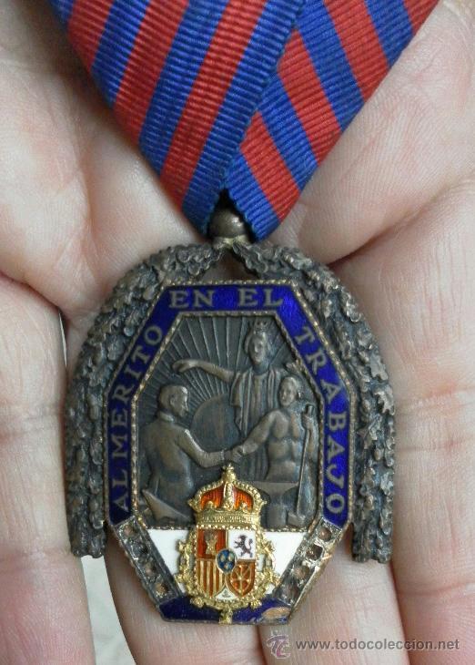 MEDALLA DEL TRABAJO. ÉPOCA ALFONSO XIII. MUY BUENA CALIDAD. (Militar - Medallas Españolas Originales )