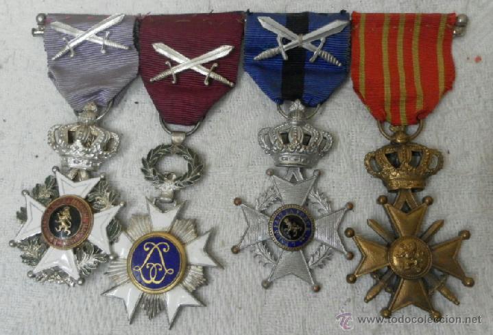 BÉLGICA. PASADOR CON CUATRO CONDECORACIONES. (Militar - Medallas Internacionales Originales)