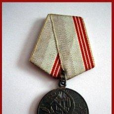 Militaria: MEDALLA MILITAR RUSA A AÑOS DE TRABAJO EN LA GUERRA. Lote 41297722
