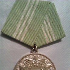 Militaria: MEDALLA MILITAR ALEMANIA DDR CONDECORACION POR - SERVICIOS FIELES - EN LA POLICIA. Lote 41297949