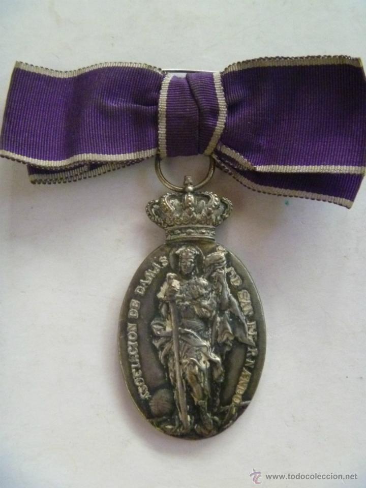 MEDALLA DE LA ASOCIACION DE DAMAS DE SAN FERNANDO , ARMA DE INGENIEROS - MONARQUIA (Militar - Medallas Españolas Originales )