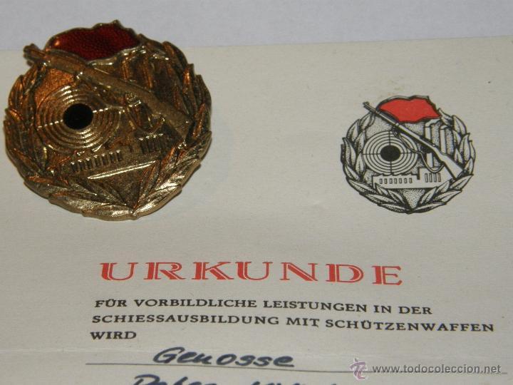 MEDALLA CONDECORACION MILITAR 1ª CAT. ORO FRANCOTIRADOR ALEMANIA DEL ESTE DDR CON CERTIFICADO (Militar - Medallas Internacionales Originales)