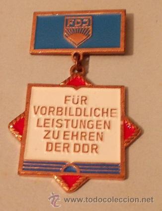 MEDALLA EN HONOR AL RENDIMIENTO EJEMPLAR DE LAS JUVENTUDES COMUNISTAS FDJ DE ALEMANIA DDR AÑOS 70 (Militar - Medallas Internacionales Originales)