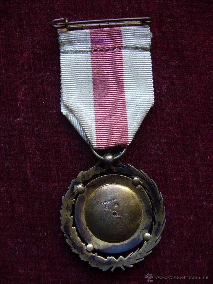 Militaria: Medalla de plata de la cruz roja campaña 1936 1939 Prendedor vanguardia. Guerra civil española - Foto 2 - 43268754