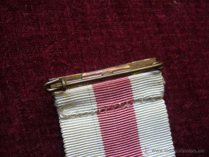 Militaria: Medalla de plata de la cruz roja campaña 1936 1939 Prendedor vanguardia. Guerra civil española - Foto 5 - 43268754