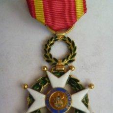 Militaria: MEDALLA CRUZ DE SAN FERNANDO DE ISABEL II , SIGLO XIX . DE ORO Y ESMALTES. Lote 43678000