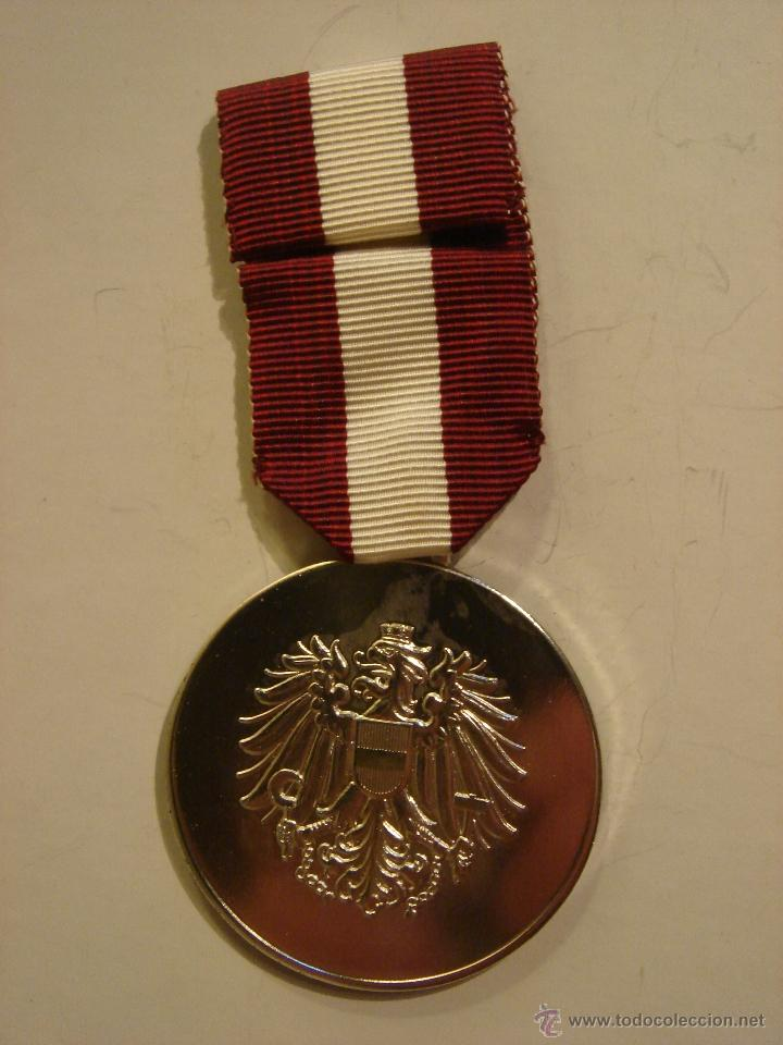 Militaria: WWII. AUSTRIA. MEDALLA AL MÉRITO EN LA LIBERACIÓN. 1976 - Foto 2 - 44363505