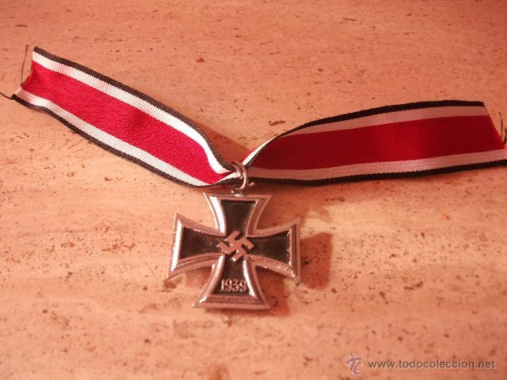 CRUZ DE CABALLERO ALEMANA III REICH CON SU CINTA (Militar - Reproducciones y Réplicas de Medallas )
