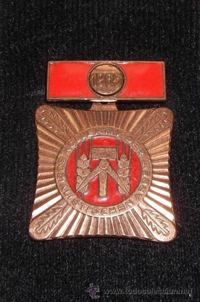 MEDALLA MILITAR ANTIGUA COBRE DE LA ALEMANIA 1965 DEL ESTE DDR INSIGNIA VERSION RARA (Militar - Medallas Internacionales Originales)